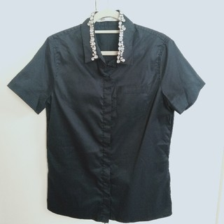 ブラックバイマウジー(BLACK by moussy)のブラックバイマウジー ビジュー付ブラウス(シャツ/ブラウス(半袖/袖なし))