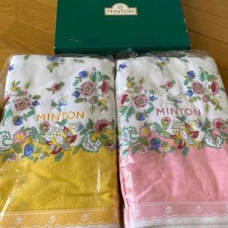 ミントン(MINTON)の新品 ミントン ロゴ刺繍 ハドンボール 花柄 バスタオル 黄色 ラスト一枚(タオル/バス用品)