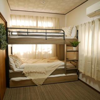 セール中!おしゃれでコンパクトな3段ベッド(シングルベッド)