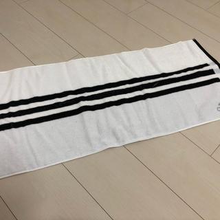 アディダス(adidas)の【新品】アディダス adidas フェイスタオル 白 小物 タオル(タオル/バス用品)