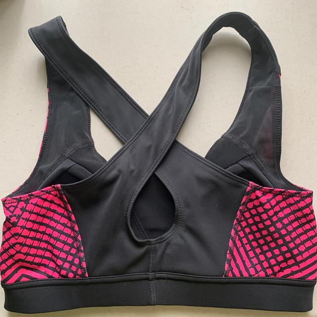 adidas(アディダス)のadidas スポーツブラ スポーツ/アウトドアのトレーニング/エクササイズ(トレーニング用品)の商品写真