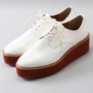 ローリーズファーム(LOWRYS FARM)の【専用】LOWRYSFARM 厚底ローファー白(ローファー/革靴)