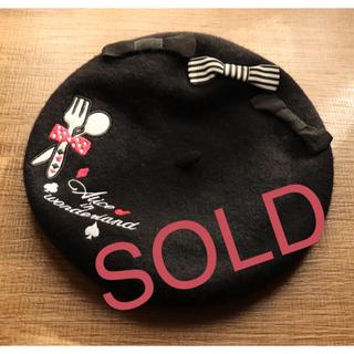 スイマー(SWIMMER)のSWIMMER アリスモチーフ柄リボンベレー帽 ブラック(ハンチング/ベレー帽)
