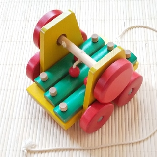 ユシラ社 プルトイ サウンドワゴン 木のおもちゃ(手押し車/カタカタ)