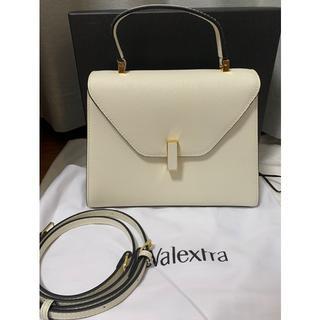 ヴァレクストラ(Valextra)の美品Valextra ヴァレクストラ ミディアム イジィデ ホワイト(ショルダーバッグ)