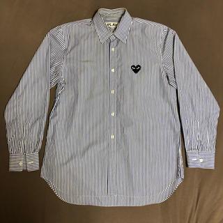 コムデギャルソン(COMME des GARCONS)のSサイズ メンズ プレイ ストライプ シャツ ブラウス(シャツ)