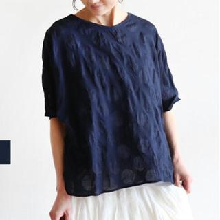 ツムグ(tumugu)の美品 NARU ドット プルオーバー(カットソー(半袖/袖なし))