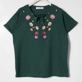 エムズエキサイト(EMSEXCITE)の花刺繍編み上げカットソー グリーン(カットソー(半袖/袖なし))