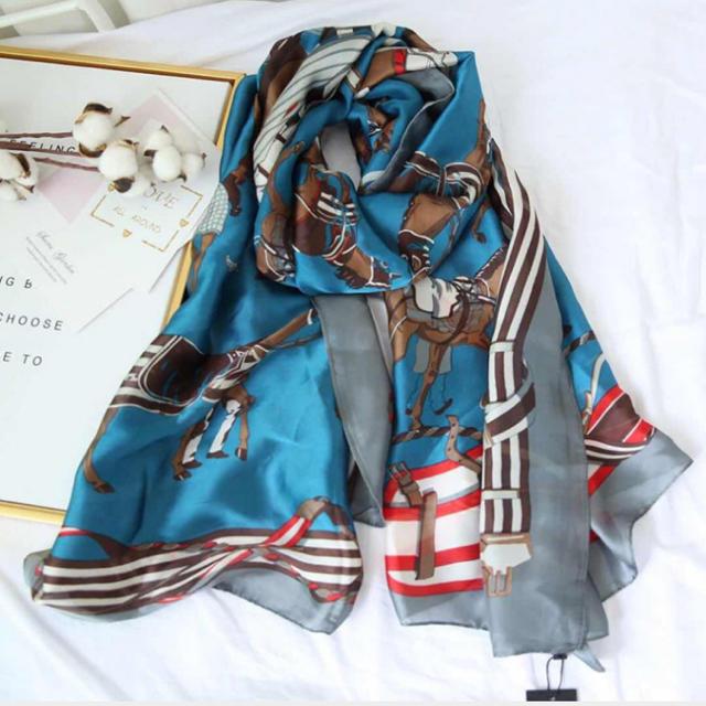 大判スカーフストール ポニーストライプ柄 乗馬柄 競馬柄 ブルー レディースのファッション小物(ストール/パシュミナ)の商品写真