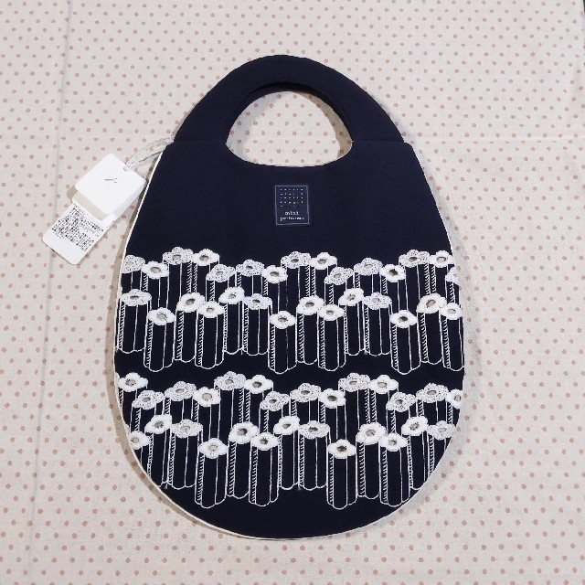 mina perhonen(ミナペルホネン)の新品未使用 ミナペルホネン エッグバッグ flower step ネイビー  レディースのバッグ(ハンドバッグ)の商品写真