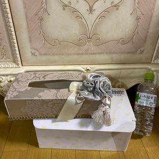 ローラアシュレイ(LAURA ASHLEY)の新品 ジェニファーテイラー ティッシュボックス エレガンス コサージュ、タッセル(ティッシュボックス)