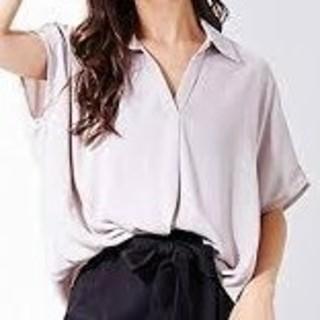 INGNI - 新品 INGNI 裾タック とろみ半袖スキッパーシャツ グレージュ サイズM