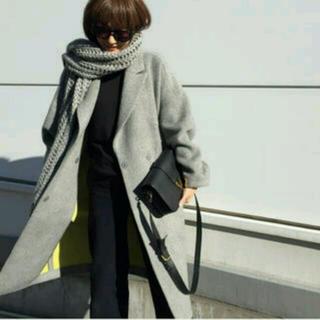 エンフォルド(ENFOLD)の富岡 佳子さん着ENFOLDウールコクーンコート (チェスターコート)