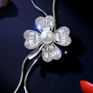 レディース 四つ葉のクローバー モチーフ ティラ チェーン ネックレス パール(ネックレス)