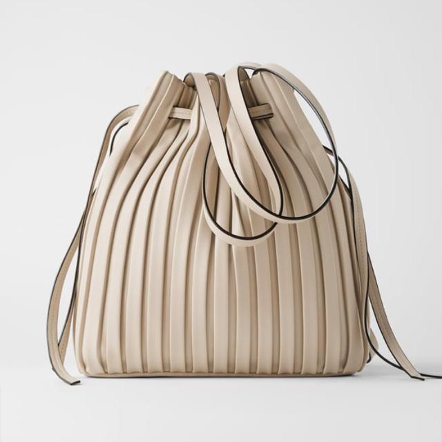 ZARA(ザラ)の新品 ZARA ギャザーバック レディースのバッグ(ショルダーバッグ)の商品写真