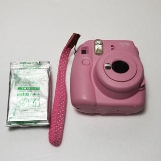 フジフイルム(富士フイルム)のFUJI FILM INSTAX MINI 8+ PINK カメラ フィルム入り(フィルムカメラ)