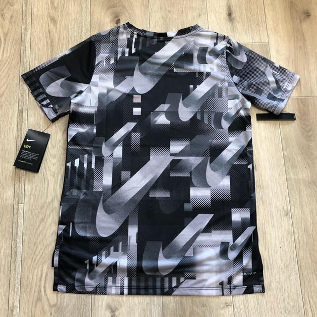NIKE(ナイキ)の150 ナイキTシャツ キッズTシャツ 半袖 ドライフィット ナイキウェア 男 キッズ/ベビー/マタニティのキッズ服男の子用(90cm~)(Tシャツ/カットソー)の商品写真