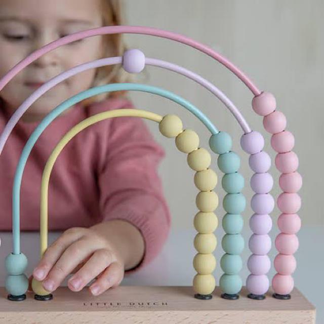 BorneLund(ボーネルンド)の【新品未使用】リトルダッチ レインボー アバカス/そろばん ピンク キッズ/ベビー/マタニティのおもちゃ(知育玩具)の商品写真