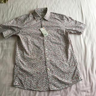 ユニクロ(UNIQLO)の新品タグ付き★ユニクロ メンズ半袖プリントシャツ 小花白(シャツ)
