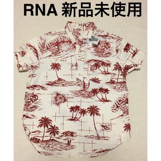 アールエヌエー(RNA)の【新品未使用】RNA スキッパーシャツ(シャツ/ブラウス(半袖/袖なし))