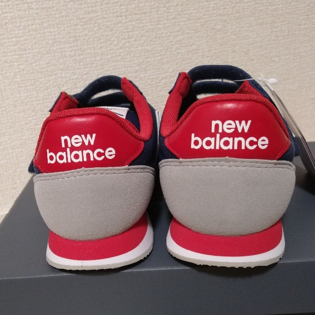 New Balance(ニューバランス)の新品★PV220 ネイビーレッド 21.5cm ニューバランス  キッズ/ベビー/マタニティのキッズ靴/シューズ(15cm~)(スニーカー)の商品写真