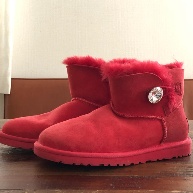 UGG(アグ)のUGG ベイリーボタン ブリング レッド レディースの靴/シューズ(ブーツ)の商品写真