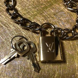 ルイヴィトン(LOUIS VUITTON)のヴィトン  南京錠 カデナ パドロック 鍵 ネックレス(キーホルダー)