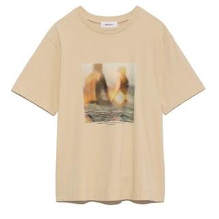 Mila Owen - 雑誌掲載Mila Owen / ミラ オーウェンフォトプリントTシャツ
