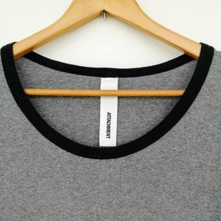 アタッチメント(ATTACHIMENT)のアタッチメント プリモアフライスカットソー トリムTシャツ グレー×ブラック 2(Tシャツ/カットソー(半袖/袖なし))