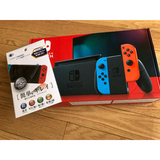 ニンテンドースイッチ(Nintendo Switch)のSwitch 新型 ネオンレッドブルー(家庭用ゲーム機本体)