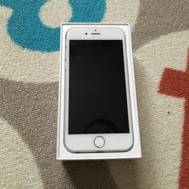 Apple(アップル)のiPhone6 スマホ/家電/カメラのスマートフォン/携帯電話(スマートフォン本体)の商品写真