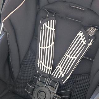 ベビーカー チャイルドシート用ベルトカバー ストライプブラック(自動車用チャイルドシートクッション)