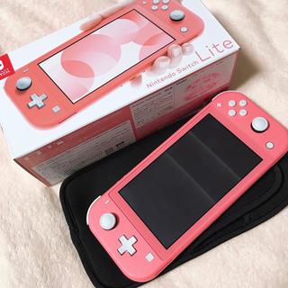 ニンテンドースイッチ(Nintendo Switch)のNINTENDO SWITCH LITE コーラル ケース付き(家庭用ゲーム機本体)