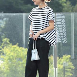 レイビームス(Ray BEAMS)の美品■ Ray BEAMS / バック フレア クルーネック Tシャツ(シャツ/ブラウス(半袖/袖なし))
