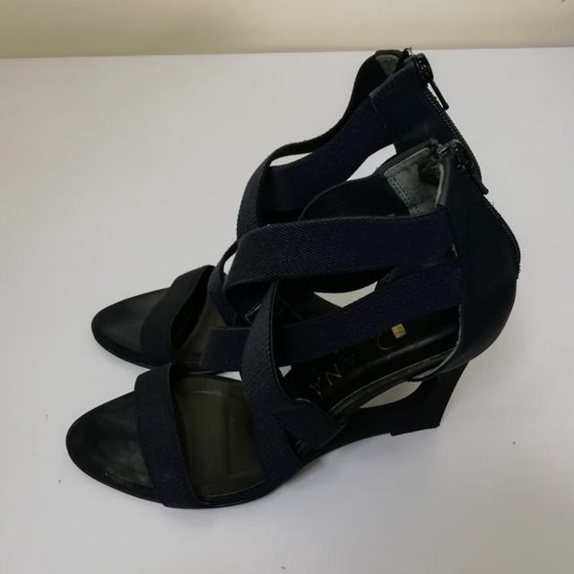 DIANA(ダイアナ)のDIANA ブラックヒールサンダル23.5cm レディースの靴/シューズ(サンダル)の商品写真