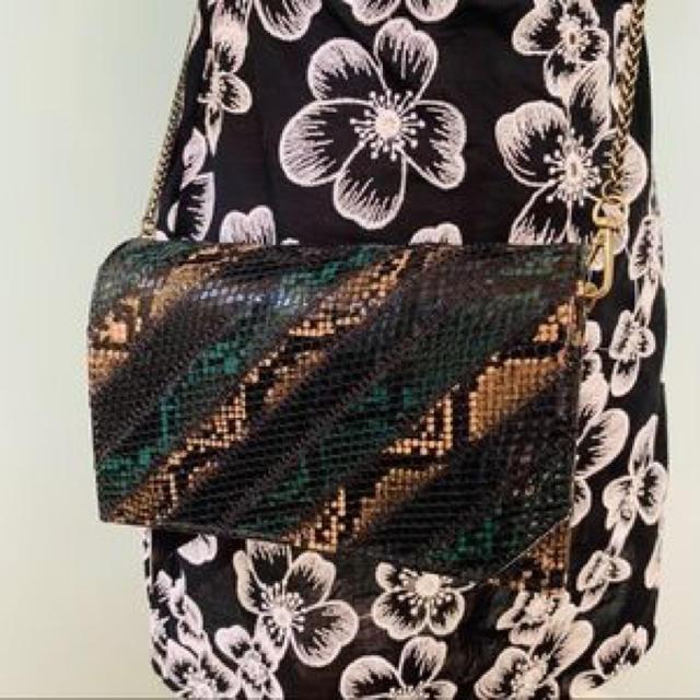 ZARA(ザラ)のザラ パイソン柄ショルダーバック レディースのバッグ(ショルダーバッグ)の商品写真