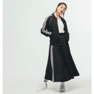 アディダス(adidas)のアディダスフレアサテンスカート新品(ロングスカート)