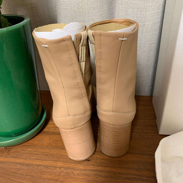 Maison Martin Margiela(マルタンマルジェラ)の【新品未使用】マルジェラ 足袋ブーツ 35.5 ベージュ シャンパン レディースの靴/シューズ(ブーツ)の商品写真