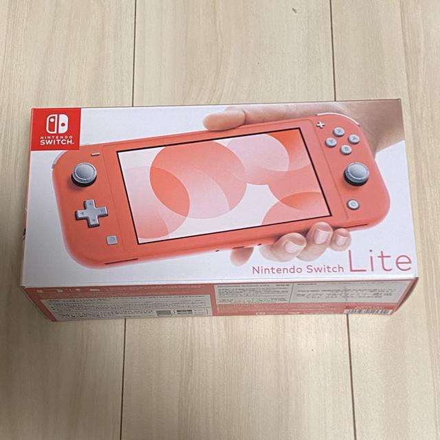Nintendo Switch(ニンテンドースイッチ)のSwitch Lite コーラル エンタメ/ホビーのゲームソフト/ゲーム機本体(家庭用ゲーム機本体)の商品写真
