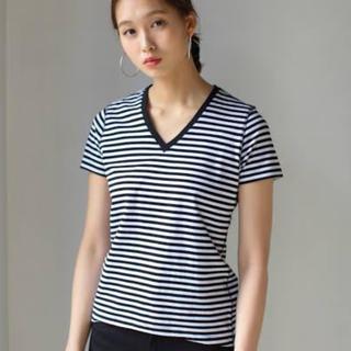 アズールバイマウジー(AZUL by moussy)のVネックボーダーTシャツ(Tシャツ(半袖/袖なし))