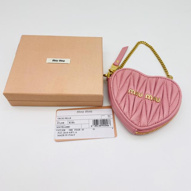miumiu(ミュウミュウ)のミュウミュウ miumiu コインケース マトラッセ ハート 新品 未使用 レディースのファッション小物(コインケース)の商品写真
