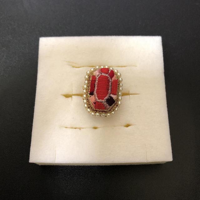 ※ま様専用 刺繍リングとみつ豆ゼリーピアス レディースのアクセサリー(リング(指輪))の商品写真