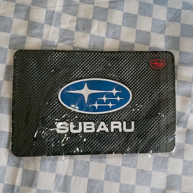 SUBARU スバル エンブレム ロゴ入りダッシュボードマット 滑り止めシート 自動車/バイクの自動車(車内アクセサリ)の商品写真