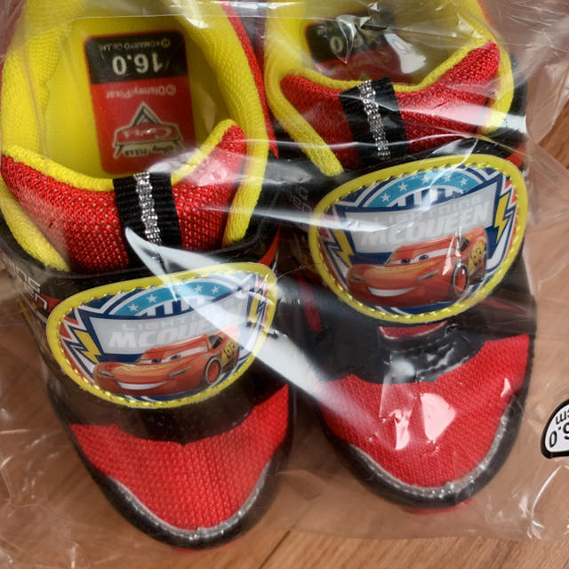 Disney(ディズニー)のカーズスニーカー キッズ/ベビー/マタニティのキッズ靴/シューズ(15cm~)(スニーカー)の商品写真