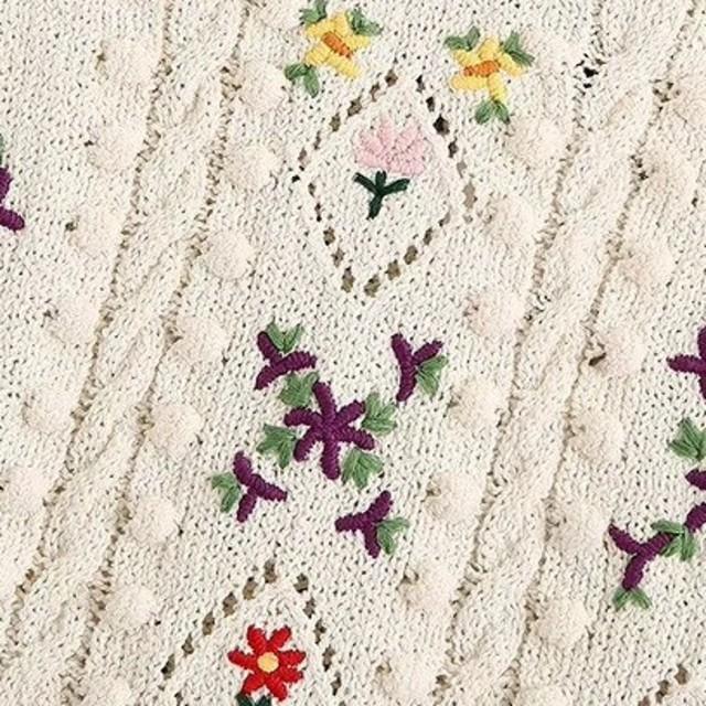 ZARA(ザラ)の花柄 刺繍ニット  レディースのトップス(ニット/セーター)の商品写真