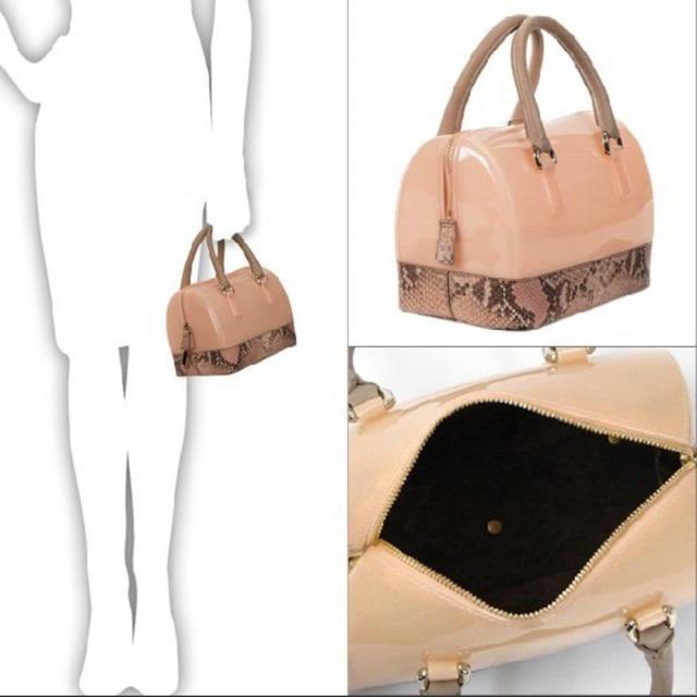 Furla(フルラ)のFURLA フルラ キャンディ ミニ ボストンバッグ パイソン ピンク ベージュ レディースのバッグ(ハンドバッグ)の商品写真