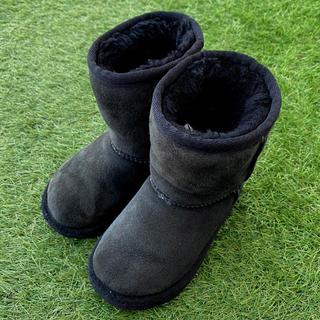 アグ(UGG)のUGG アグ  キッズ ムートンブーツ ② 16.0cm 定番ブラック NY購入(ブーツ)