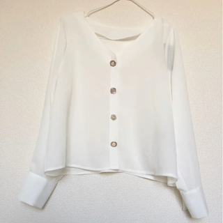 Avail - 【新品タグ付き】ブラウス 白 飾りボタン アベイル