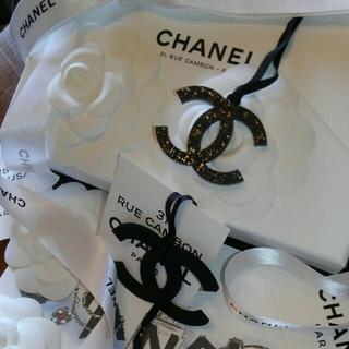 シャネル(CHANEL)の   💘CHANELBIGチャ-ム&キラキラ💘(キーホルダー)