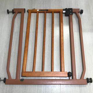 カトージ(KATOJI)のオートクローズ式 とびら木製ゲート ブラウン (HS-902WE) (ベビーフェンス/ゲート)